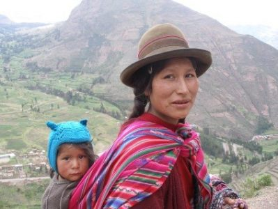 Kichwa woman with her child in the Andes. Ecuadorian